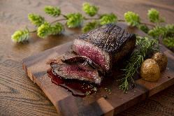 石垣牛ステーキは、お好きなgオーダーカットにてご提供できます