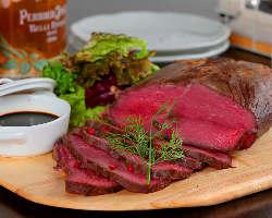 贅沢肉のとろけるローストビーフ!! 1,280円(税込)