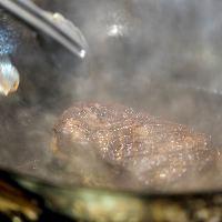 【調理シーン】 オープンキッチンから漂う香りや音も満喫◎