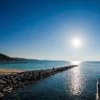 【海沿い】 青い海や美しい夕焼けを眺めながら素敵なお食事を