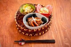 優しい味わいのお料理は、目で見てもたのしめる逸品揃いです。