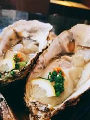 市場直送の新鮮な『生牡蠣』ワインによく合う一品です