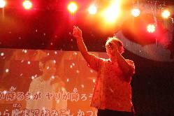 ステージで歌うと更にカッコよさUP!