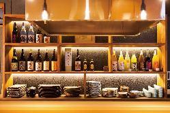 くつろぎ空間で日本酒やその土地の食材を楽しむ。