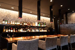 バー初心者でも気軽にリラックスして美味しいお酒が飲める空間