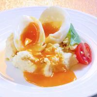 OPEN当時からの人気メニュー!トロトロ半熟卵のポテトサラダ