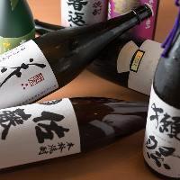 厳選した日本全国の銘酒をそろえております。