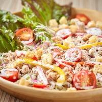 色鮮やかで新鮮な食材をふんだんに使用したメニューが好評!