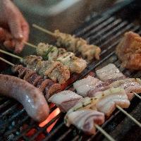 【島の食材】 やんばる若鶏・あぐー豚などの備長炭串焼き