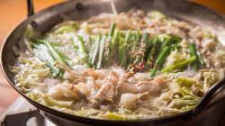 ほんのり甘い白味噌ベースのスープにおろし山芋が入ったもつ鍋♪