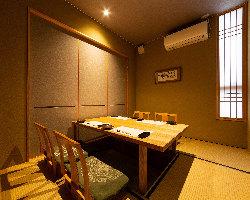4名様用の完全個室。 大切な方と大切な時間をお過ごし下さい