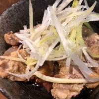 豚のトロトロ軟骨 ポン酢or味噌380円おすすめの一品