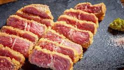 【牛レアかつ】 衣のサクサク感とジューシーなお肉が絶品♪
