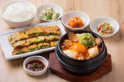 チヂミ・スンドゥブチゲセット1,530円 おぼろ豆腐と魚介スープ