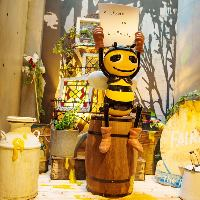 【Beeちゃん】入り口ではマスコットキャラクターがお出迎え★