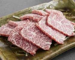近江牛は黒毛和種の中でも三大和牛と呼ばれるほど質が高いです。