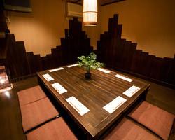 人気の掘りごたつ式完全個室。