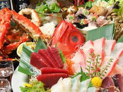 全国から旬の新鮮魚介を豪快に! 自慢の大皿コースです。