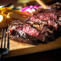 肉バル×ワイン!絶品肉料理をお楽しみください♪