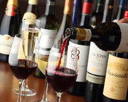 [美酒銘酒揃い] 世界各国のワインや豊富なウィスキーが自慢◎