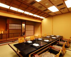 小川の流れを見ながらのお食事は京都にでも居るかの様・・・