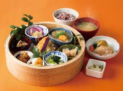 ランチの一番人気【旬野菜御膳】