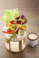 季節のお野菜たっぷり♪名物『農園バーニャカウダ』!