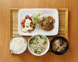 野菜もお肉もたっぷりでヘルシー、二つの味を楽しめるコンボ定食
