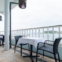 ◆ロケーション◆ きらめく葉山の海に浮かぶ絶景レストラン