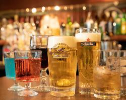 アルコール含む豊富なドリンクを自分で注げる♪男女共に大満足◎