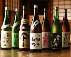 秋田の地酒を各種取り揃えております!限定の酒もあるかも!?