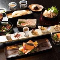 旬の食材や秋田県の食材をふんだんに使ったコースをご準備