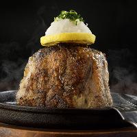 鮪の尾肉を丸ごと使用「テールステーキ」などの逸品料理も!