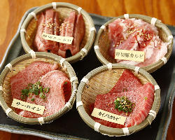 食べ応えのある「厚切り盛合せ」で、贅沢に肉の旨みを愉しんで♪