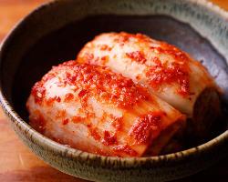 本場韓国で厳選された唐辛子を使用したキムチは、お肉と相性抜群