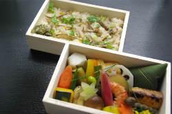 ご自宅や会社に各種お弁当を配達いたします(予約制)。
