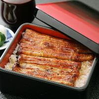 静岡県大井川町の伏流水で育てられた鰻と伝統のタレで仕上げます