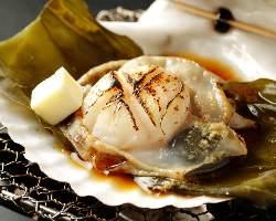 オホーツクのミネラルたっぷりな活帆立貝。磯風味でどうぞ。