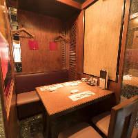 【快適なテーブル席】 全7卓のテーブル席は半個室仕様です
