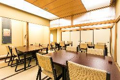 ゆったりとお寛ぎいただける和の雰囲気。全60席と広々空間です。