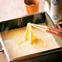 大切な日、お祝いごとに最適な海鮮三段箱寿司