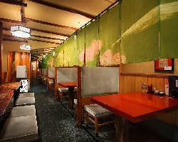 気軽に入れる食堂も個室感覚