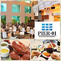 8.5mの巨大アクアリウムが非日常を演出、開放感抜群のレストラン