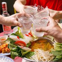 本場のベトナム料理とお酒で乾杯すれば、気分も一気に高揚します
