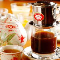 蓮茶や練乳を入れて味わうコーヒーなどベトナムドリンクも勢揃い