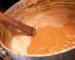 自店舗で8時間かけて仕込んだ濃厚なスープはコラーゲンたっぷり