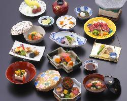 [老舗料亭の和食も] 特別なおもてなしのお席には和食プランも