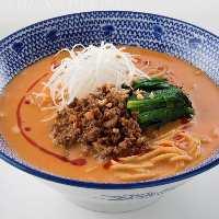 定番人気★担々麺のほか、3か月ごとに変わる麺も人気です。