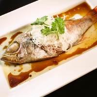 《鮮魚の香り蒸し》 魚種は日替わりです