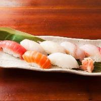 寿司、チャーハンなど食事系も充実してます